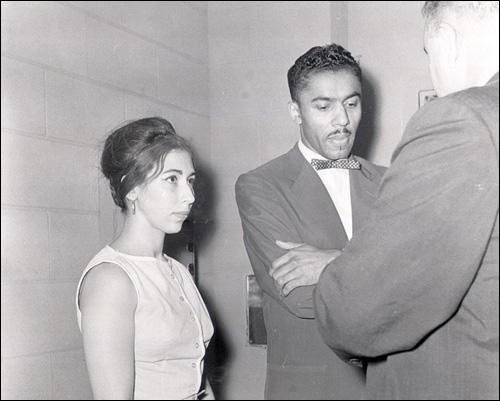 Janet Reinitz and Benjamin Elton Cox at the city jail in Little Rock (10th July, 1961)