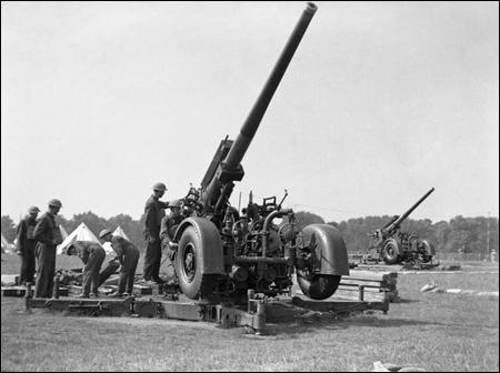 A 3.7-inch gun on a travelling carriage (1940)