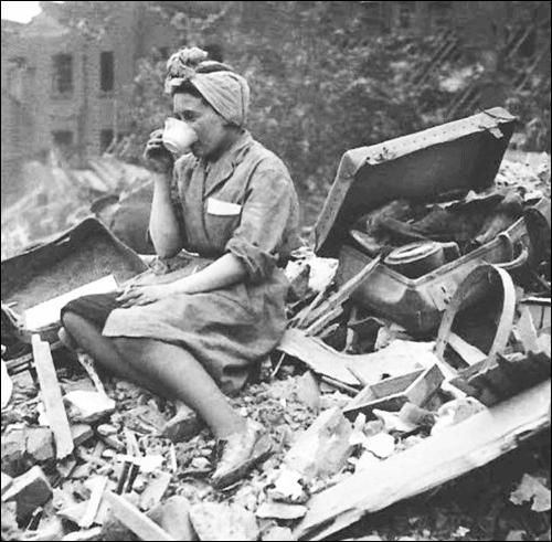 Drinking tea during the Blitz (June 1941)