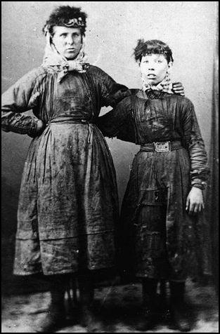 (Source 15) Mother and daughter in Manchester (1890)