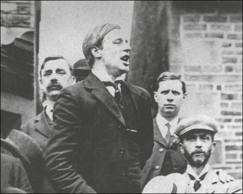 Victor Grayson speaking outside the Dartmouth Arms (19th July, 1907)