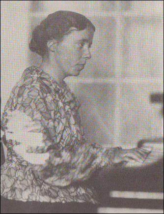 Karen Horney playing the piano (c. 1920)