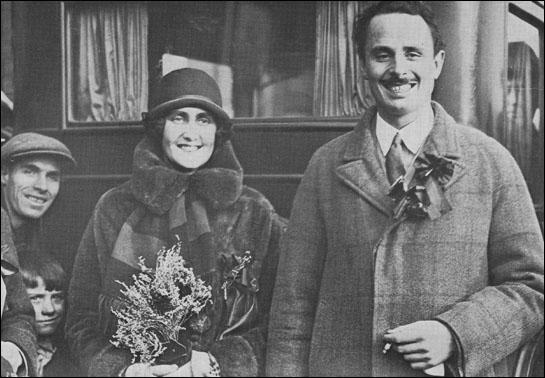 Cynthia and Oswald Mosley during the Smethwick election (December, 1926)