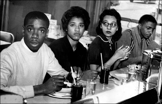 Following a series of sit-ins, four student activists became the first blacks to eat lunch at the Post House Restraurant in Nashville. From left to right: Matthew Walker Jr., Peggy Alexander, Diane Nash and Stanley Hemphill. (16th May, 1960)