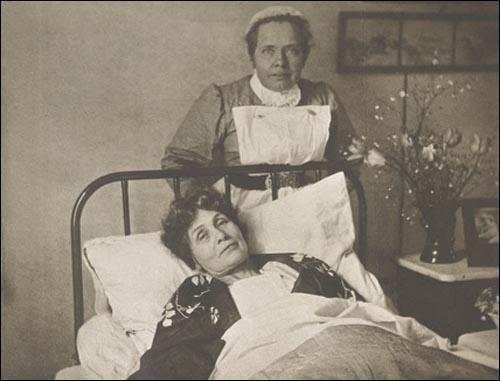 Emmeline Pankhurst and Catherine Pine (March, 1913)