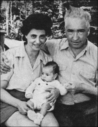 Wilhelm and Ilse Ollendorff with their son Peter (1945)