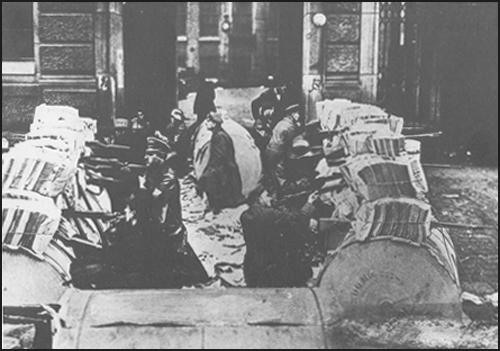 Spartacus League members defending their positions using rolls of newsprint as barricades (January, 1919)