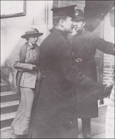 Mary Richardson leaving the court on 4th March 1914.