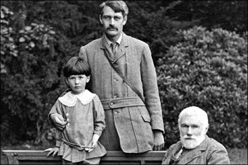 George Macaulay Trevelyan with his son Theodore, and his father George Otto Trevelyan (1910)