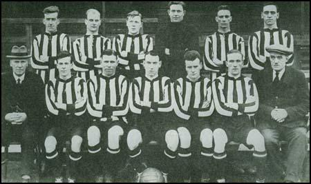 The Sunderland team in the 1922-23 season. Buchan is sitting third from the left.