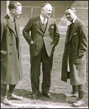 Bob John, Herbert Chapman and Alex James discuss tactics.