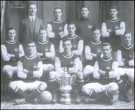 The Burnley team that won the 1914 FA Cup.
