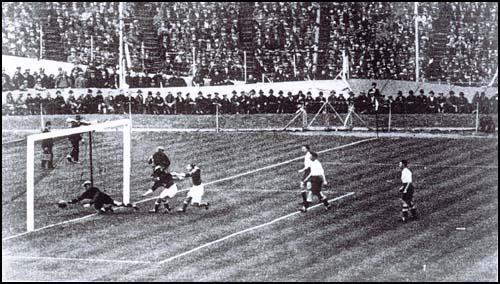 Jack Roscamp scores the first goal in the 1928 FA Cup Final