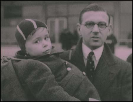 Nicholas Winton with one of the Jewish children he saved.