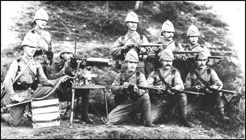 The King's Royal Rifles in 1895. The men have a Maxim Machine Gun and Lee-Enfield rifles.