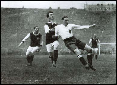 David Jack scoring the first goal against West Ham United