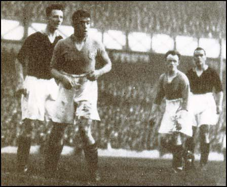 Dixie Dean being closely marked by Herbie Roberts of Arsenal.