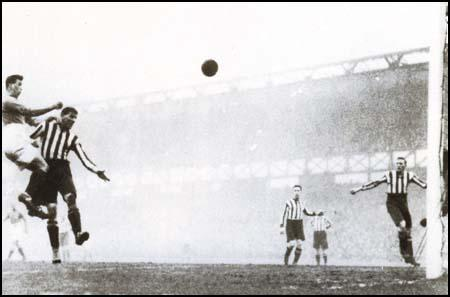 Dixie Dean scoring against Sunderland on 25th December 1926