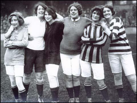 Women footballers in 1914.