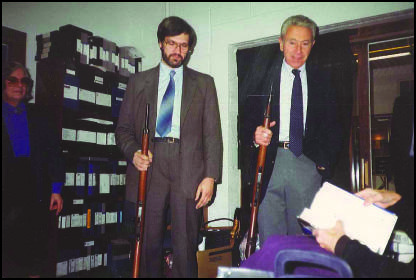 Robert Groden and Gaeton Fonzi examines the evidence (1992).