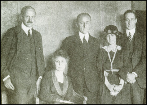 Frank Crowninshield, Edna Chase, Condé Nast, Dorothy Parker and Robert Benchley.