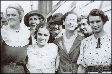 Agnes Hodgson, Mary Lowson, May Macfarlane and Una Wilson on board ship in Sydney in October 1936.