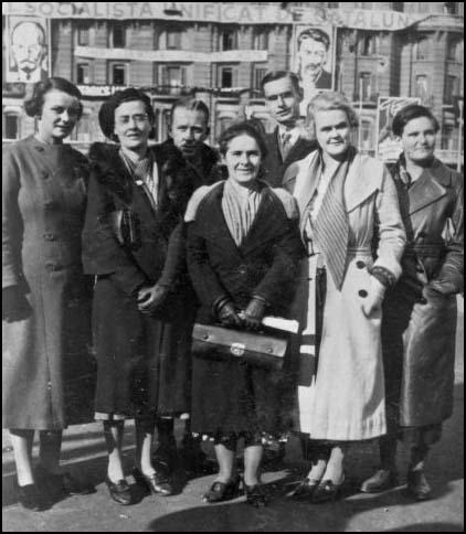 Agnes Hodgson, May Macfarlane, Mary Lowson, Una Wilson and Aileen Palmer in Barcelona in December 1936.
