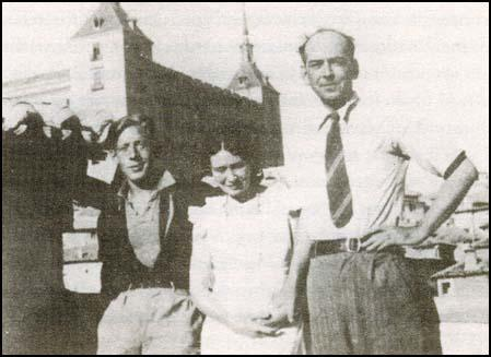 Laurie Lee, Mary Campbell and Roy Campbell in Toledo in 1935