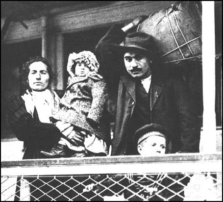 Italian family arriving in New York in 1905.