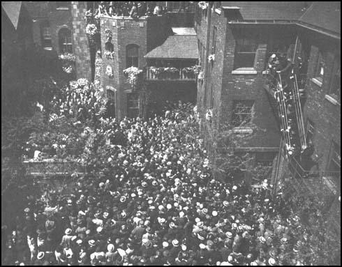 Jane Addams' funeral in the Hull House courtyard.