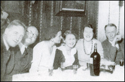 John Gunther, Marcel Fodor, Mrs Fodor, Frances Gunther,Dorothy Thompson and Sinclair Lewis in Vienna in 1930.