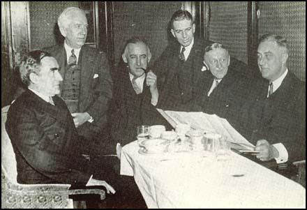 President Franklin D. Roosevelt with his advisors: Cary Grayson, Norman Davies, Raymond Moley, Rexford Tugwell and William Woodin in 1932.