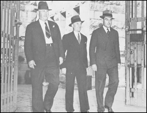 Warren Billings (middle) leaving Folsom Penitentiary in 1939.