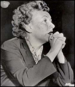 Karen Morley appearing before theHouse of Un-American Activities Committee in 1952.