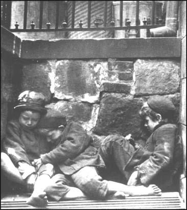 Jacob Riis, Children sleeping in Mulberry Street (1890)