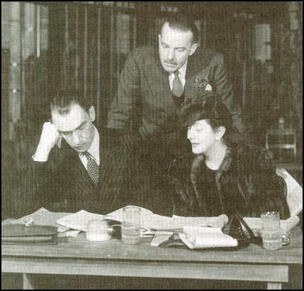 Robert Sherwood with Alfred Lunt and Lynn Fontanne when writing There Shall Be No Night.