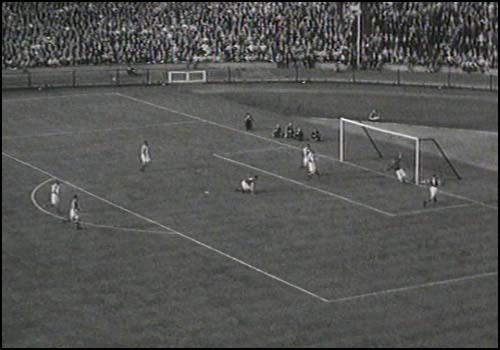 Sam Small scores the only goal in the 1940 FA Cup Final.