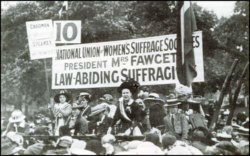 Millicent Garrett Fawcett addressing the crowds in Hyde Park at theculmination of the Pilgrimage on 26th July 1913.