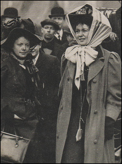 Mary Gawthorpe with Christabel Pankhurst in January 1909.