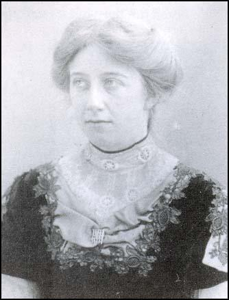 Elsie Howey photographed by Colonel Linley Blathwayt