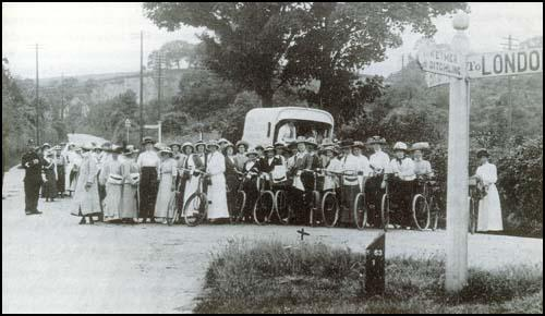 Cyclists at Clayton on the Brighton Road on the NUWSS Pilgrimage in July 1913.