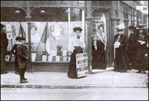 Evelyn Sharp selling Votes for Women (1909)