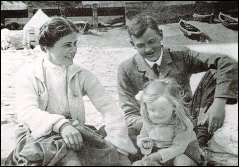 Harriet with Harold and their niece at St Ives in 1905