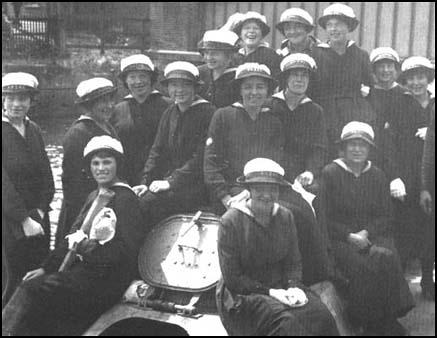 Members of the Women's Royal Naval Serviceon leave during the First World War.